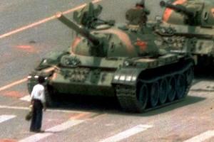 56525_Pro-democracy_protestor_blocking_tanks