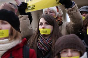 """""""Ägypten: Wir sagen 'nein' zu Militärprozessen gegen Zivilisten"""" - Globaler Aktionstag von Amnesty International am 11. Februar 2012.  Der 12. Februar ist der erste Jahrestag des Sturzes von Hosni Mubarak. Anlässlich dieses besonderen Datums machte Amnesty International im Rahmen eines globalen Aktionstages mit einer Aktion in Berlin auf die nach wie vor besorgniserregende Menschenrechtssituation in Ägypten aufmerksam und forderte ein Ende der Militärprozesse gegen Zivilisten.  """"Egypt: We say 'no' to military trials for civilians"""" - Amnesty International Global Action Day in Berlin on the 11th of February 2012.  The 12th of February 2012 is the first anniversary of Hosni Mubaraks's downfall. With an action in Berlin in the framework of the Global Action Day Amnesty International wants to call attention to the still worrying human rights situation in egypt and demands a stop to military trials for civilians."""