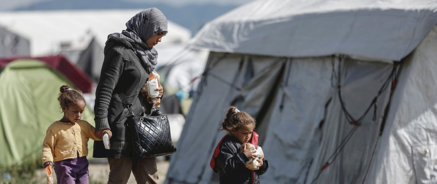Syria-Jordan border: 75,000 refugees trapped in desert no man's land in dire conditions