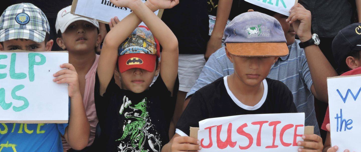 Help get 1,200 people on Nauru to safety in Australia