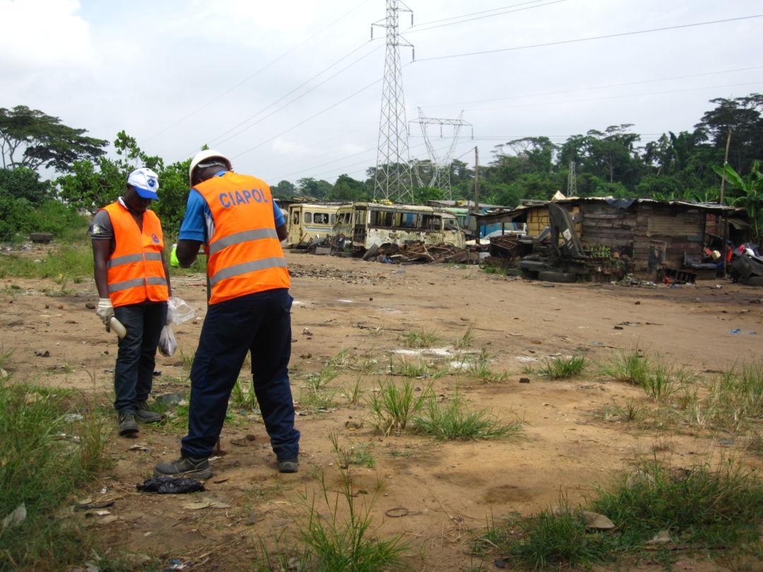 UNEP soil testing at dumpsite in Dokui (July 2016)