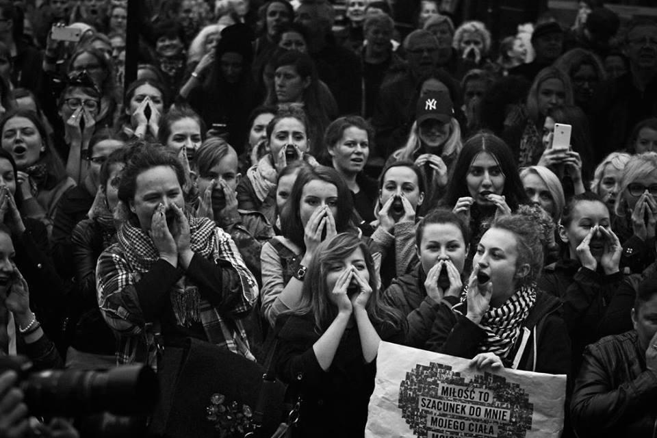 Poland: Women force historic U-turn on proposed abortion ban