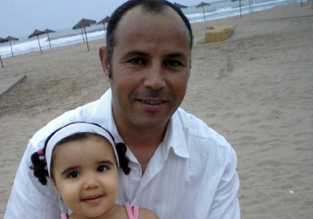 Picture of Ali Aarrass and his daughter taken in 2008  Contact Aurelia Dondo  ( aurelia.dondo@amnesty.org ) if you need any further information about this photograph.