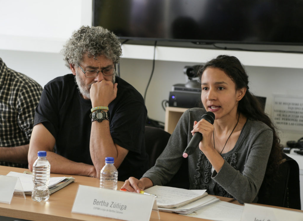 COPINH, Otros Mundos Chiapas and their lawyers held a press conference in Amnesty International offices in Mexico in order to explain the situation of Berta Caceres and Gustavo Castro cases. In the picture Berta Zuniga Caceres speaks of her mother's case.