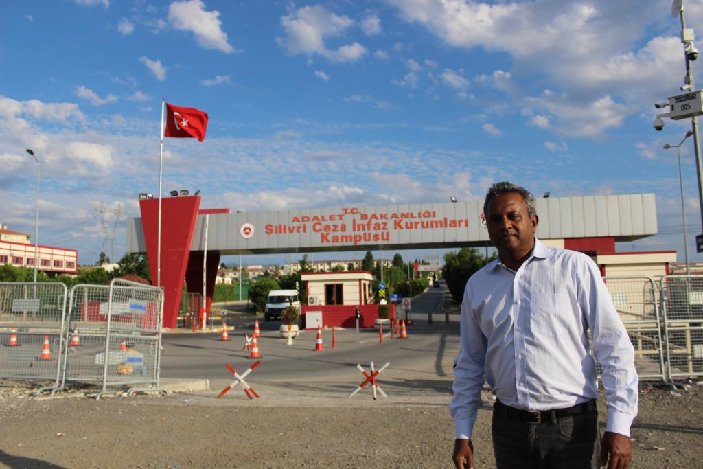 """My time in jail has made me even more committed"": Salil Shetty meets Amnesty Turkey's jailed director"