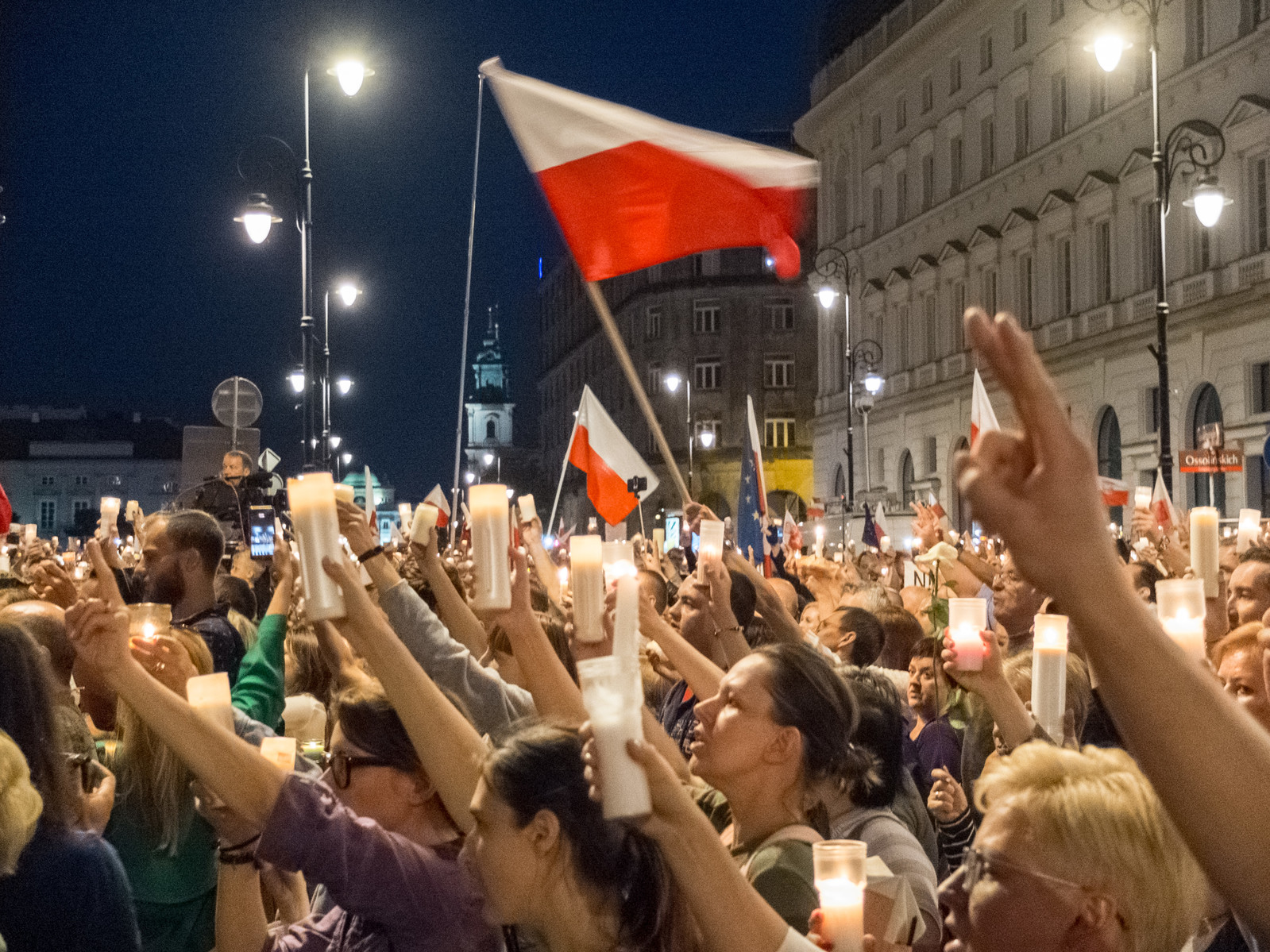 Poland: Stop attacking the right to a fair trial