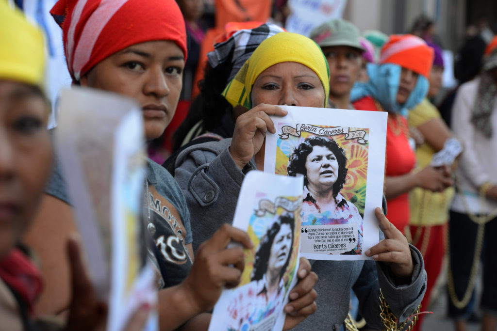 Lenca indigenous women protest against the murder of Honduran enviromnentalist Berta Caceres, in front of the Public Ministry in Tegucigalpa on April 5, 2016. / AFP / ORLANDO SIERRA        (Photo credit should read ORLANDO SIERRA/AFP/Getty Images)
