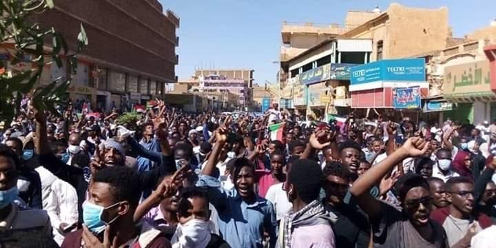 Sudan: Security officers pursue injured protestors into hospital